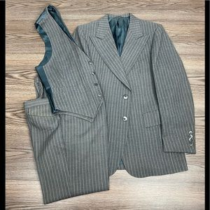 Griffon Grey w/ White Pinstripe 3-piece Suit 40R